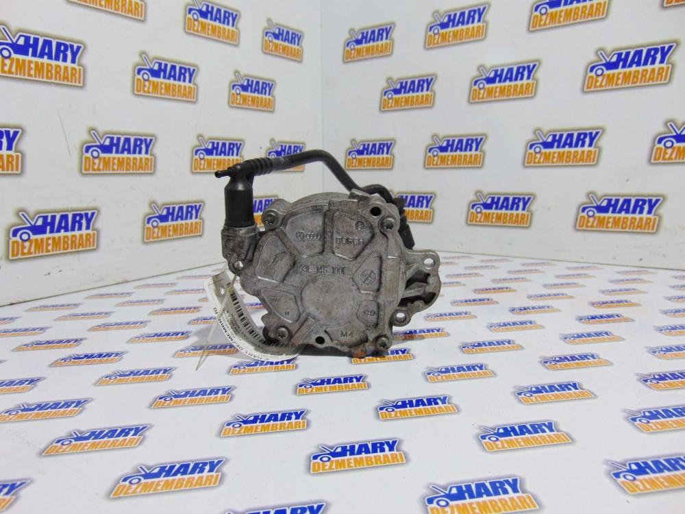 Pompa vacuum avand codul 03L145100G pentru VW Golf 6