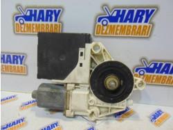 Motoras macara dreapta spate cu codul 0130822263 / S006079022C / 8P4959802D pentru Audi A3