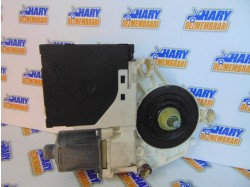 Motoras macara stanga fata cu codul 0130822229 / 1K0959793G pentru VW Golf V