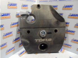 Capac motor avand codul original 038103935A, pentru VW Golf IV