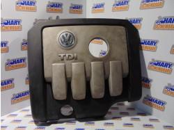 Capac motor cu codul 03G103925BP pentru VW Touran