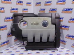 Capac motor cu codul 03G103907 pentru VW Golf V / Passat B6